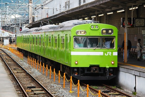 green-train-219618_640.jpg