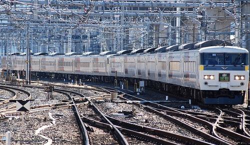 train-76723_640.jpg
